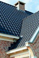 Najlepsze parametry w zakresie izolacyjności cieplnej oraz akustycznej osiągają ciężkie pokrycia dachowe, takie jak dachówki ceramiczne